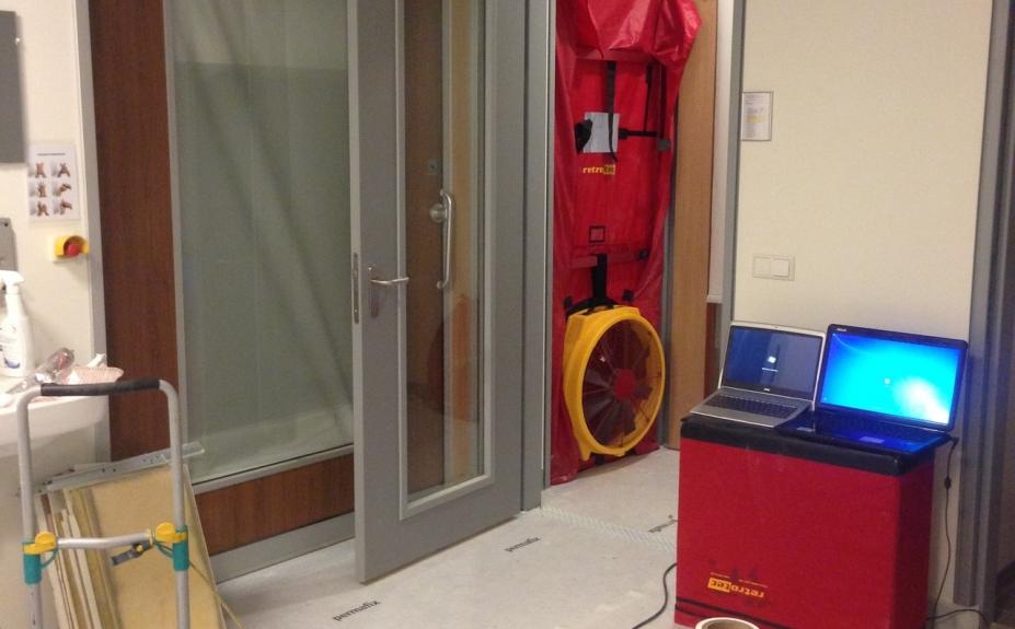 Blowerdoor afpersen gesluisde kamer